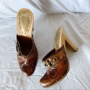 Brown / Tan Wooden Heeled Clogs / Mules, Size 6.5
